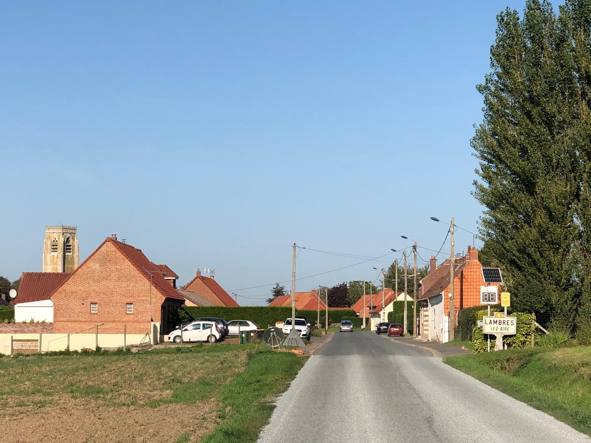 Entrée de commune rue de Quernes
